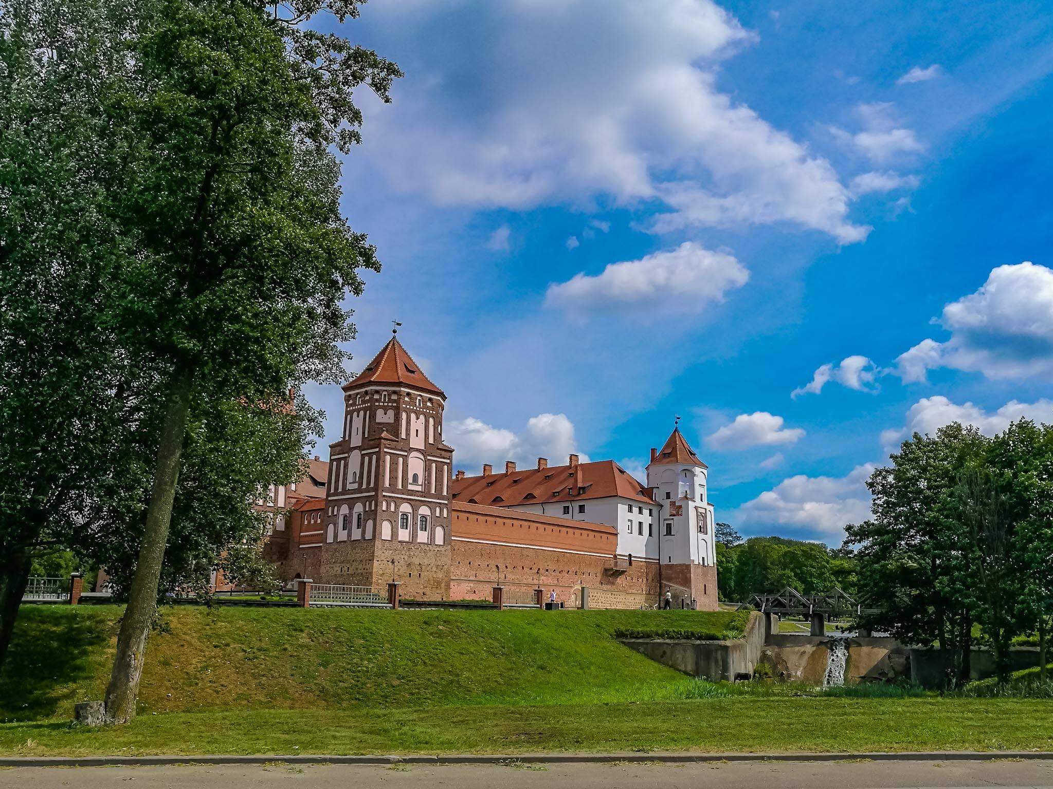 O Mir Castle na cidade de Mir ao centro da Bielorrússia. | Foto: Bruno/@naproadavida - Seguro Viagem para a Bielorrússia
