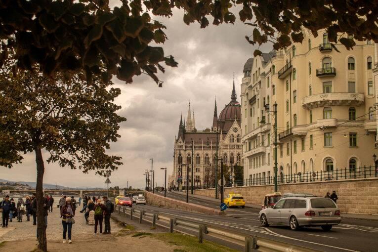 O Promenade na avenida Id. Antall József rkp em Budapeste | Foto: Bruno/@naproadavida - O que fazer em Budapeste de graça