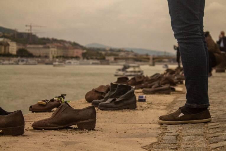 Memorial dos Sapatos às Margens do Danúbio em Budapeste | Foto: Bruno/@naproadavida - O que fazer em Budapeste de graça