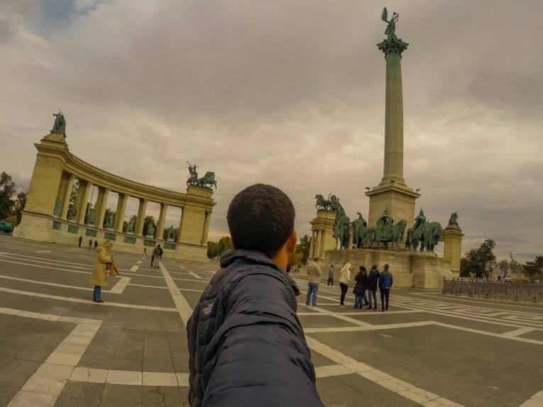 A Praça dos Heróis (Heroes Square) de Budapeste | Foto: Bruno/@naproadavida - O que fazer em Budapeste de graça