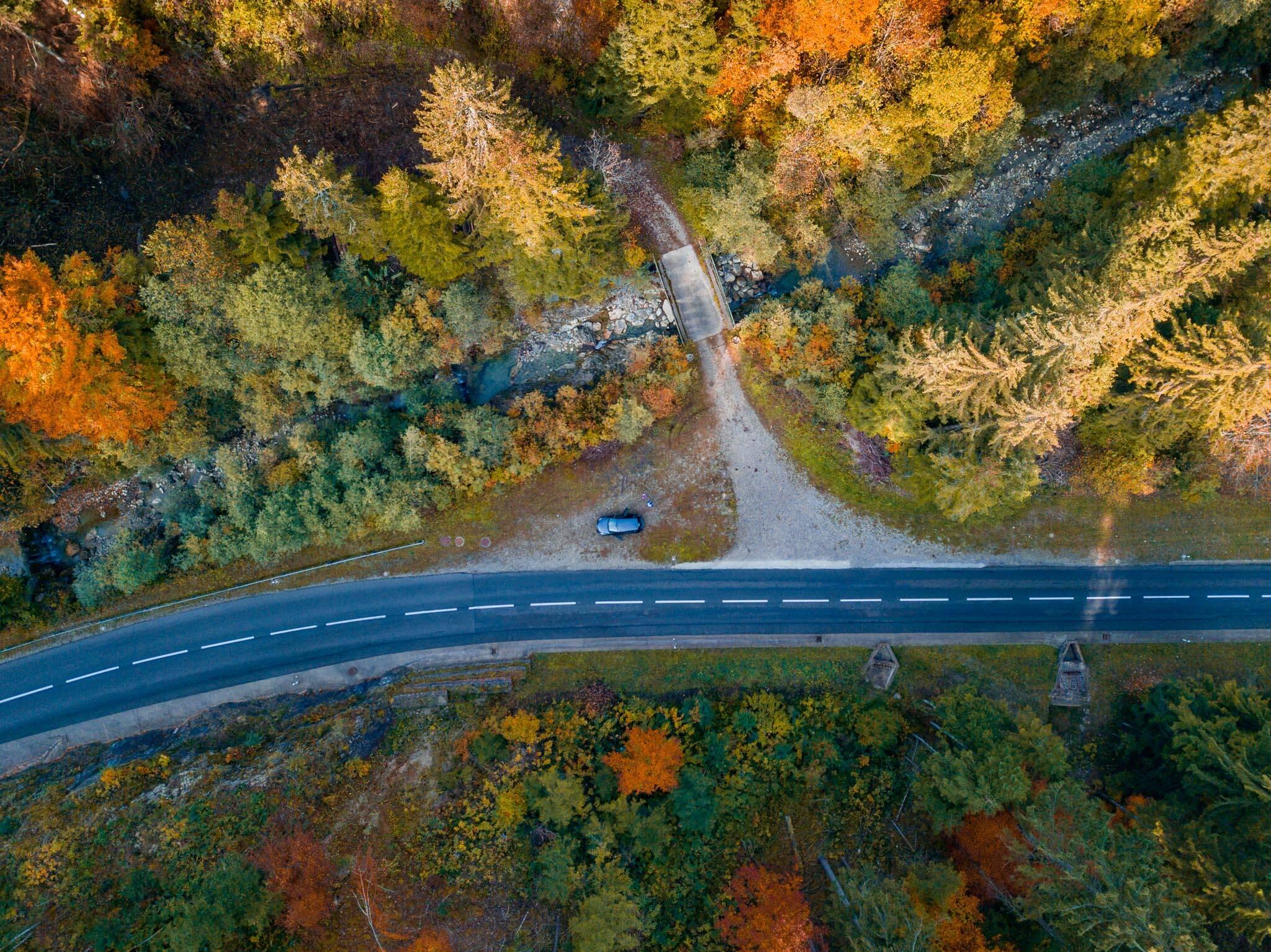 Parar em cada curva é uma das principais vantagens de alugar um carro pelo mundo.