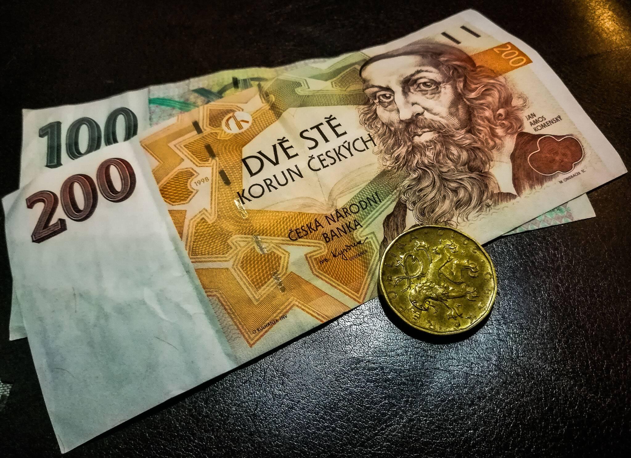 Dinheiro da República Tcheca - notas com valores altos no país da Europa
