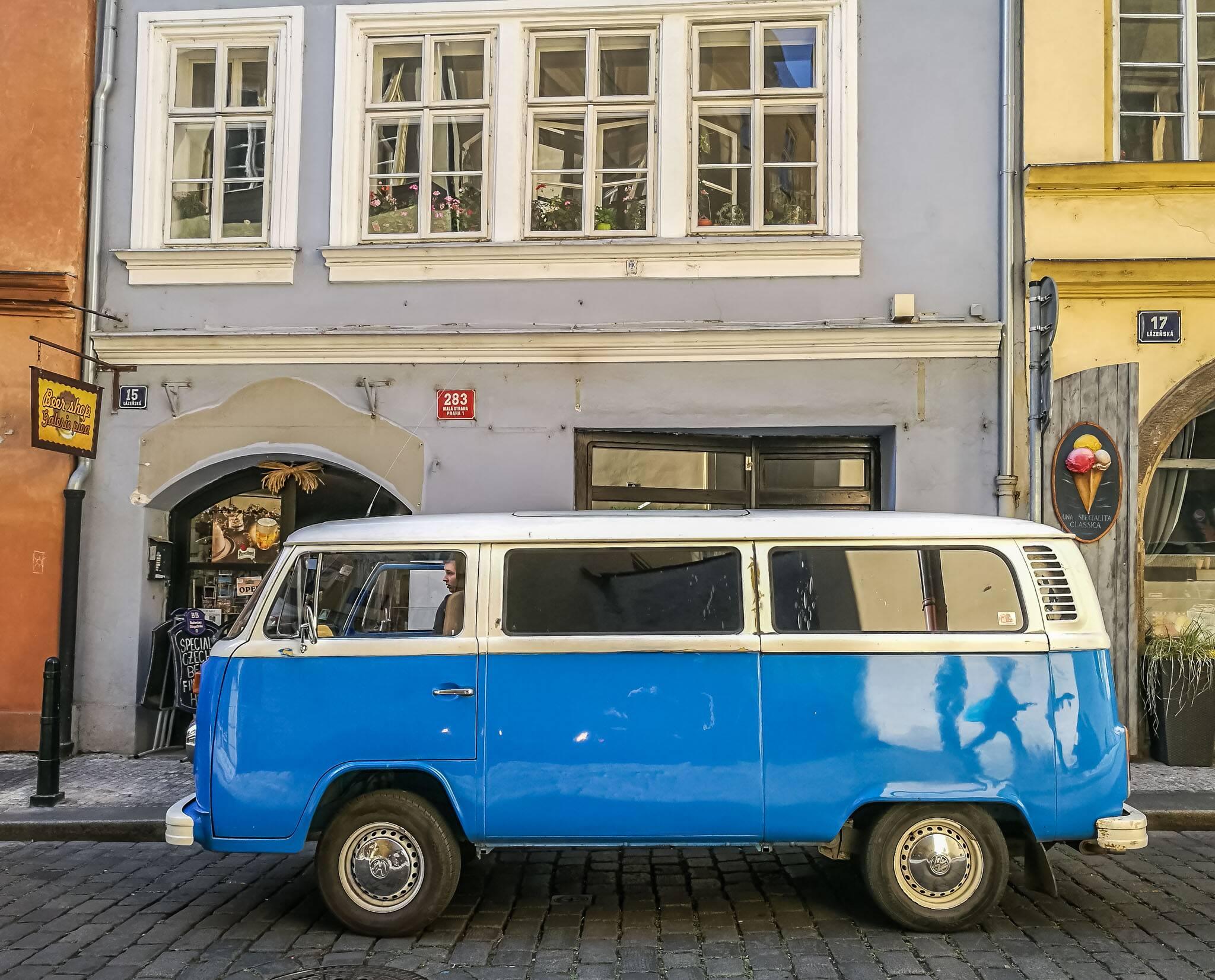 Kombi estilosa no centro de Praga   Foto: Bruno/@naproadavida