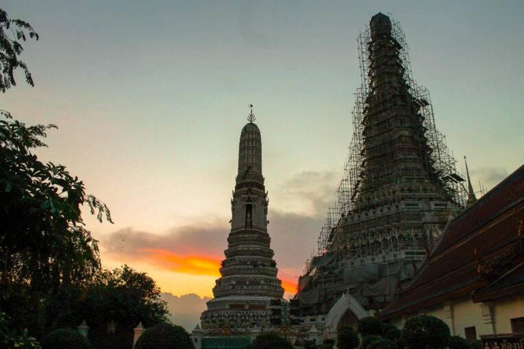 Pôr do sol em Bangkok visto do templo Wat Arun | Foto: Bruno/@naproadavida