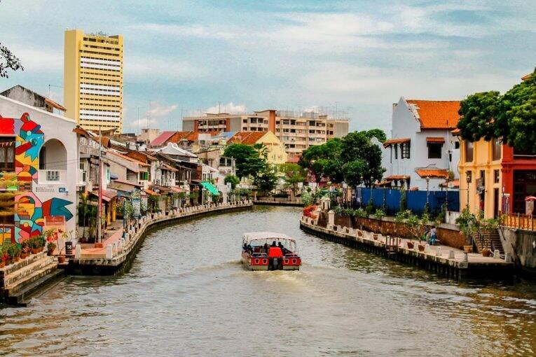 Canal da cidade de Malacca, na Malásia.   Foto: Bruno/@naproadavida