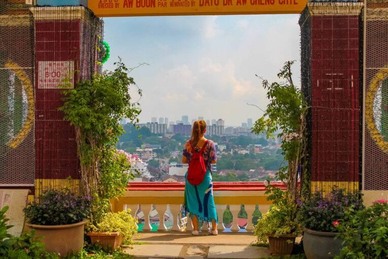 Apreciando a vista de Penang desde o Kek Lok Si Temple | Foto: Bruno/@naproadavida