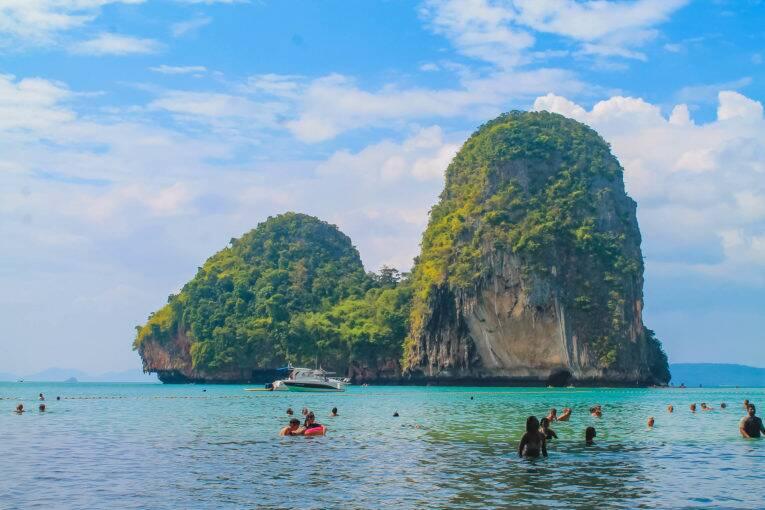 Paisagem maravilhosa vista de Phra Nang beach, em Krabi, Tailândia