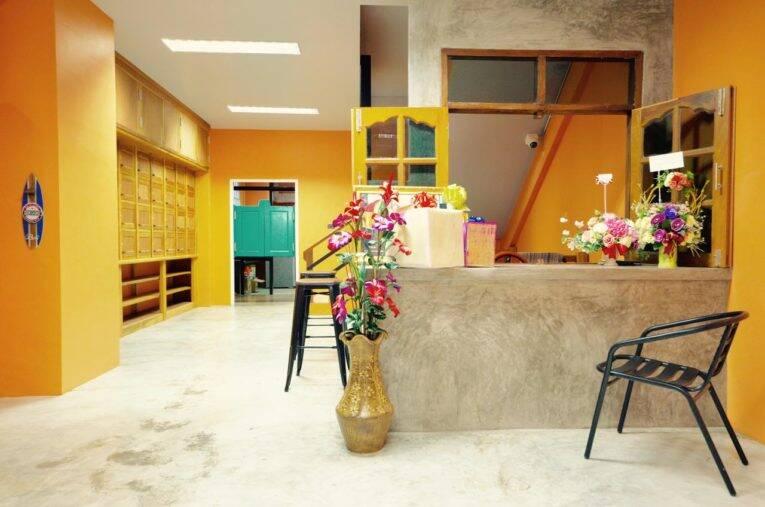 Área comum do NOMAD Hostel em Krabi Town - Foto: divulgação