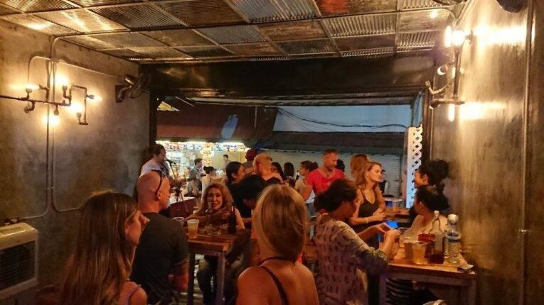 Bar na parte inferior ao Blanco City Hostel   Foto: divulgação