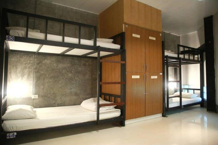 Camas do quarto espaçoso do Freedom Hostel @ Phi Phi   Foto: divulgação