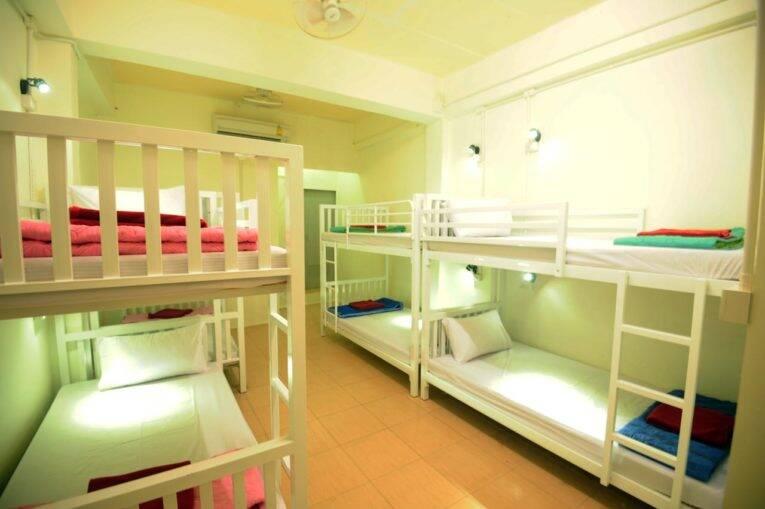 Quarto compartilhado do Phi Phi Bucket Hostel   Foto: divulgação.