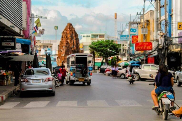 Cidade da Tailândia infestada de macacos