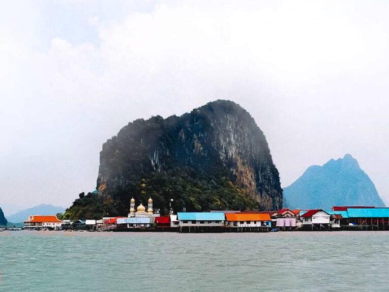 Vila flutuante na Tailândia