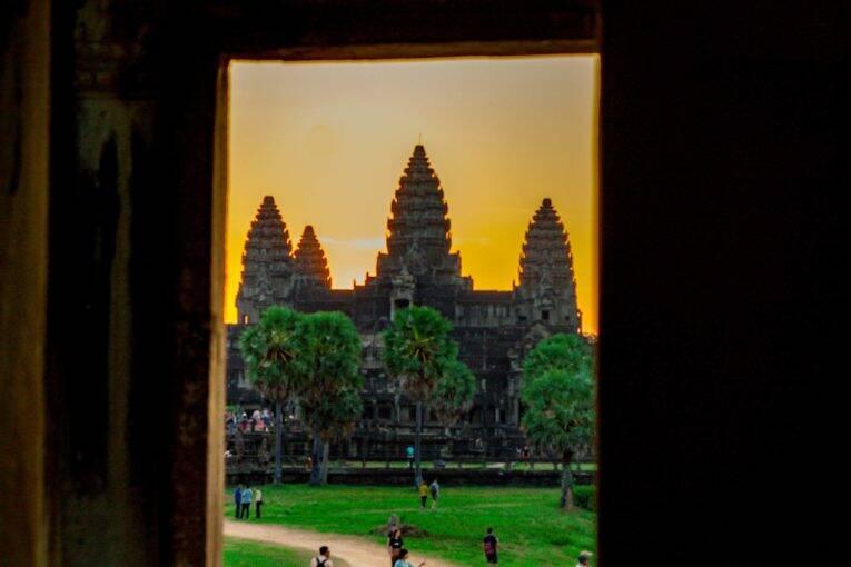 O amanhecer visto no Angkor Wat, em Siem Reap.