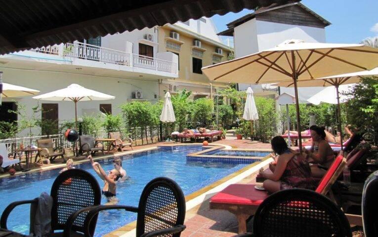 Piscina do Blossoming Romduol Lodge, o hotel em que nos hospedamos no Camboja