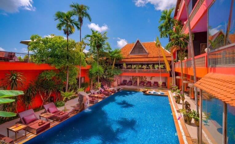 A piscina do Golden Temple Hotel em Wat Damnak   Foto: divulgação/booking.com - onde ficar em siem reap