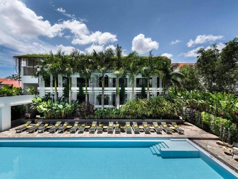 Piscina maravilhosa do Viroth's Hotel em Siem Reap   Foto: divulgação/booking