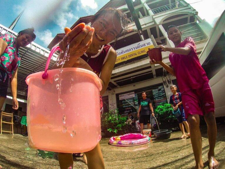 Tailandeses no Songkran Koh Samui.