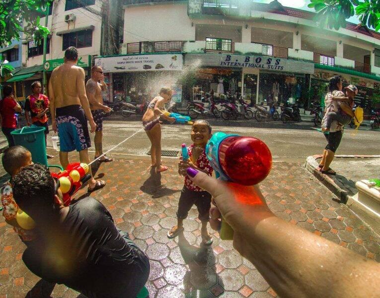um dia das crianças - songkran Koh Samui