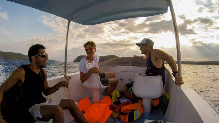 Um casal Italiana+Sul-africano que conhecemos na travessia para Nusa Lembongan