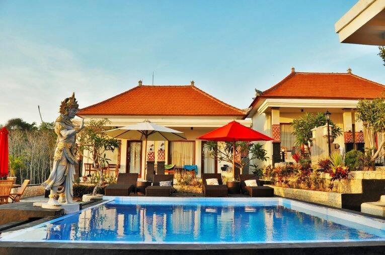 Área da piscina do Gangga Beach Bungalow | Foto: divulgação/booking