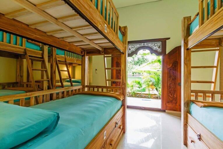 Quarto compartilhado do Lembongan Hostel | Foto: divulgação/booking
