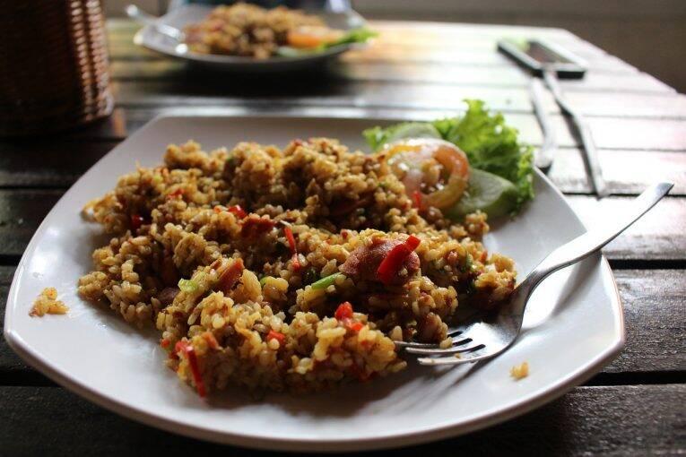 Nasi Goreng (arroz frito ao estilo indonésio) prato típico da Indonésia.