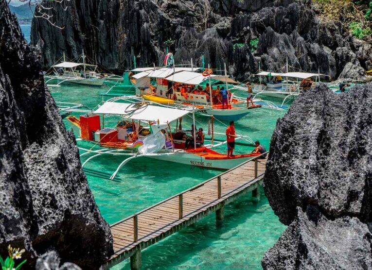Bangka/barco em Coron, nas Filipinas.