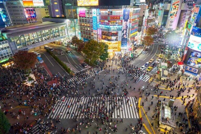Shibuya Crossing em Tóquio, a faixa de pedestre mais movimentada do mundo