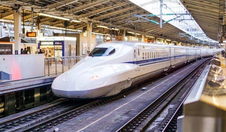O famoso trem-bala do Japão, o shinkansen. Tóquio