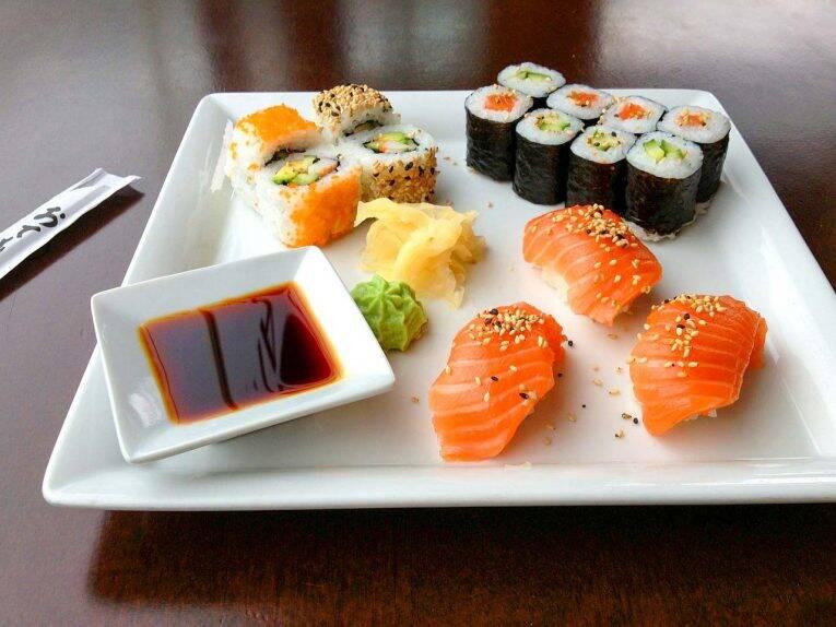 Ainda que você queira comida ocidental, prove um sushi na terra em que ele foi criado