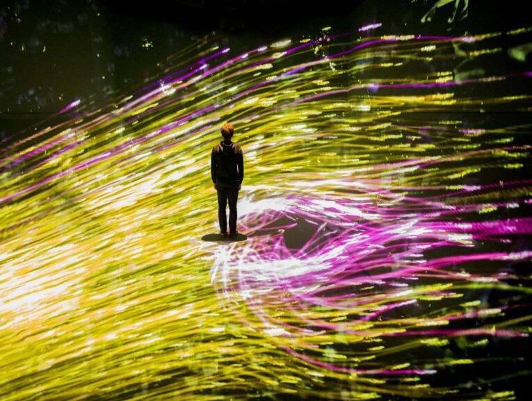 Jogo de ilusões e luzes no EPSON TeamLab Borderless | Foto: divulgação