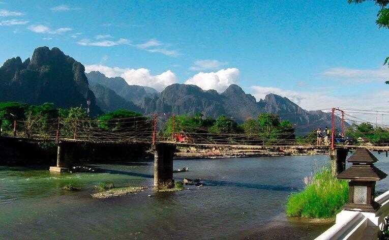 As pontes de Vang Vieng, no Laos