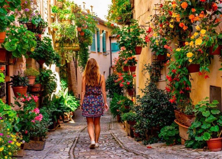 Spello, Itália: visitando o vilarejo das varandas e flores na Úmbria