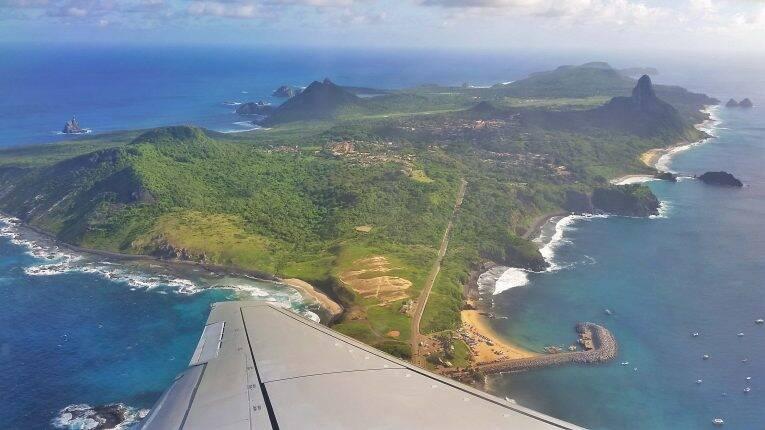 Vista de Fernando de Noronha desde o avião