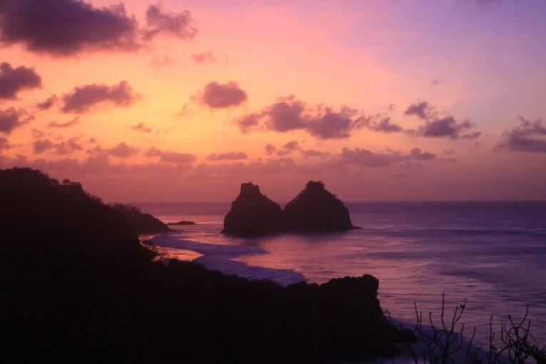 Por do sol Visto do Mirante da Praia do Bode em Fernando de Noronha.