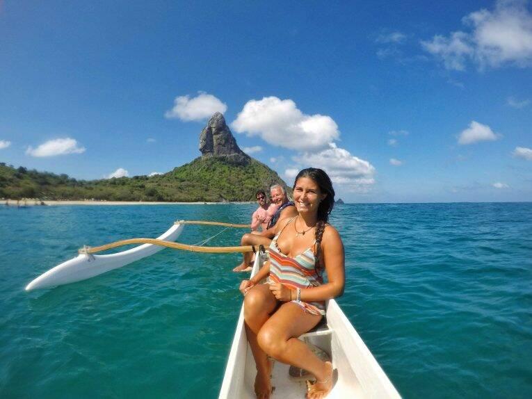 Passeio de canoa havaiana em Noronha