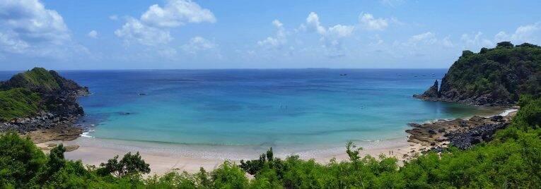 Vista desde a Trilha Esmeralda, no caminho da Praia do Cachorro para a Praia do Meio em Fernando de Noronha.