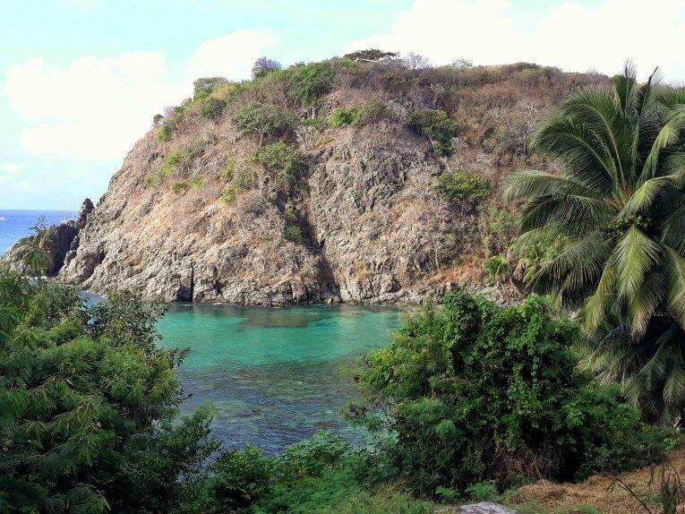Vista da Trilha Esmeralda da Praia do Cachorro em Fernando de Noronha