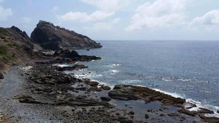 Uma parte de praia da Trilha dos Abreus em Noronha.