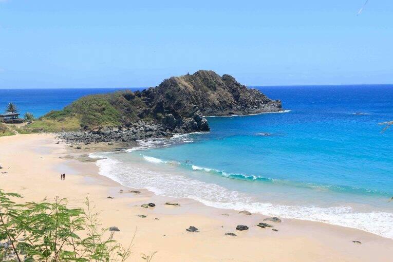 Vista da Trilha Esmeralda da Praia do Meio ( detalhe no Morro de Fora) - Fernando de Noronha