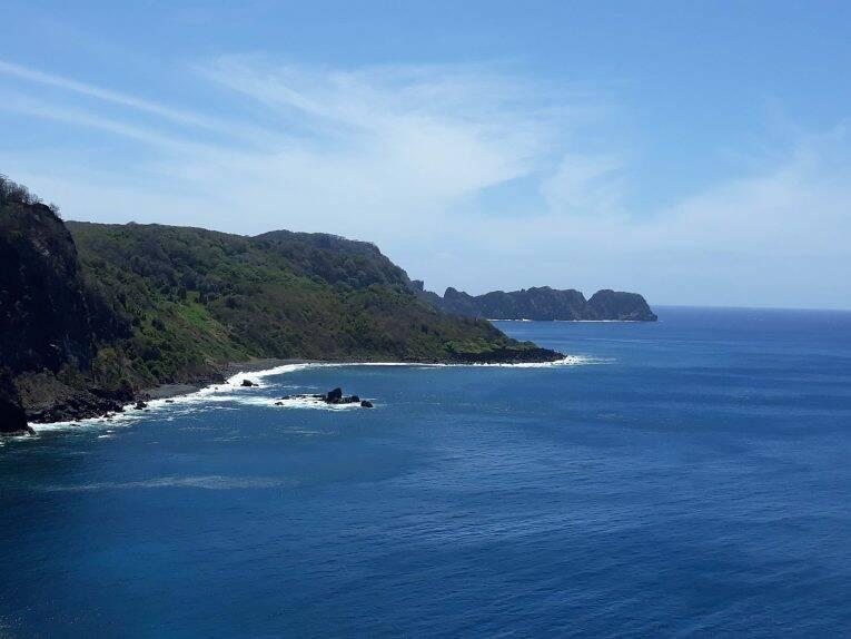 Mirante dos Golfinhos na trilha suspensa do Sancho. praias de fernando de noronha