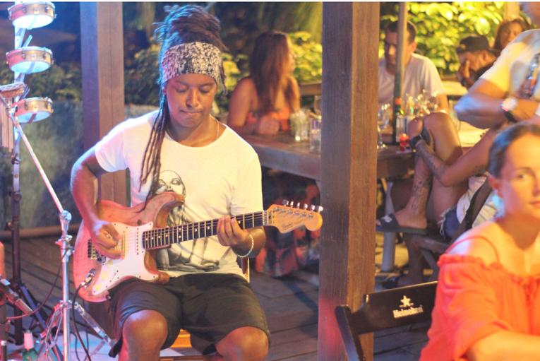 Música ao vivo no Ginga Bar Noronha. - Fernando de Noronha