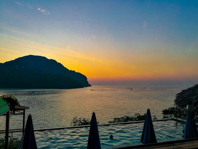 Sunset no Phuphaya Resort em Koh Phi Phi
