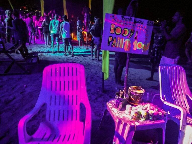 Festa nas praias de Phi Phi, Tailandia - Slinky Bar em Loh Dalum