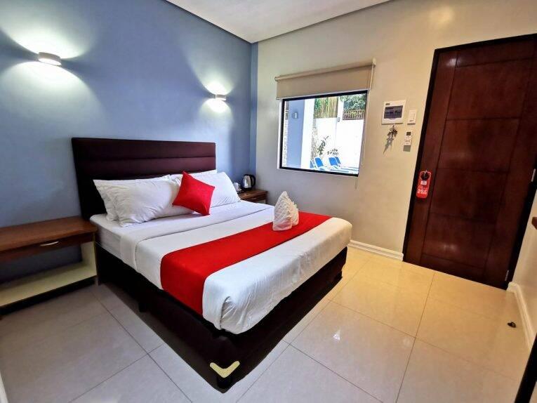 Suíte do Charms Hotel em onde ficar Coron Town.   Foto: Divulgação/booking.