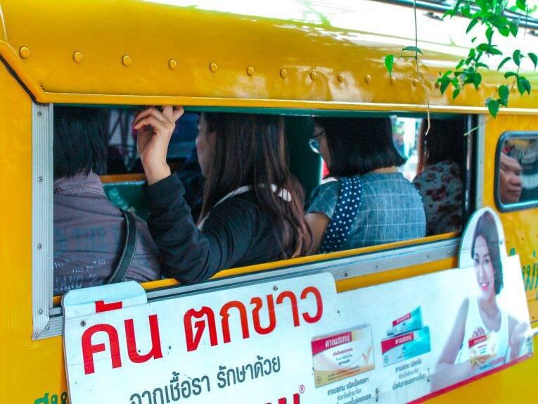 Songthaew amarelinho de Chiang Mai (Yellow car). | Foto: Bruno/@naproadavida