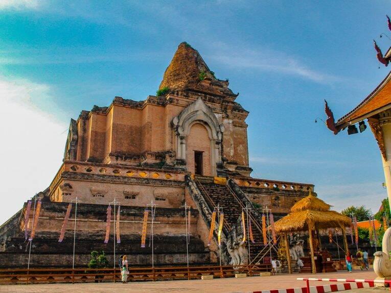 Wat Chedi Luang, o principal templo de Chiang Mai