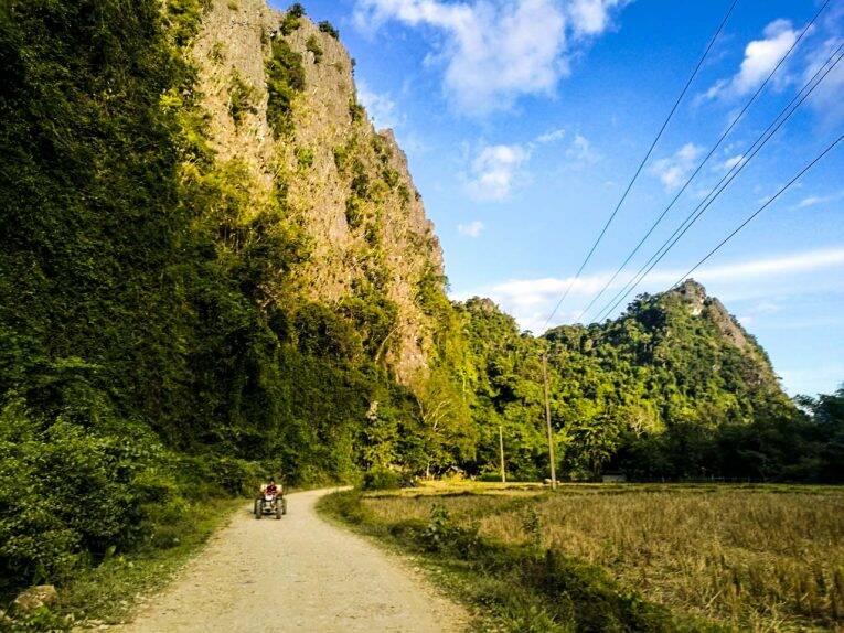 Estradas de Vang Vieng, no Laos.