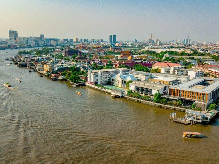 Cidade de Bangkok e Grand Palace vista de cima. | Foto: Bruno/@naproadavida - internet na Tailândia